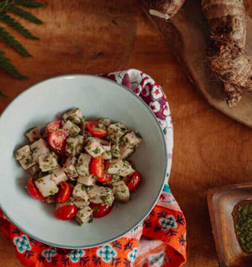 Yautía Lila con Tomate y Chimichurri