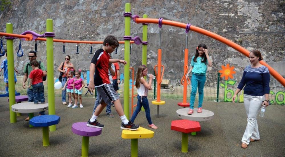 Promoting games at the garden of La Princesa